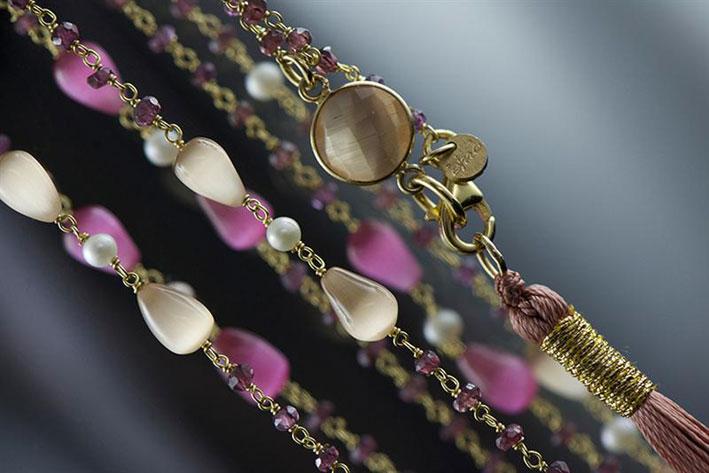 Collezione Scintillio: pietre semipreziose incatenate in argento e catene in argento con perle e pietre
