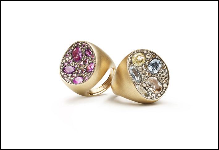 Anelli con diamanti e zaffiri della collezione Mosaic
