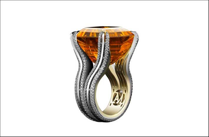 Anello cocktail con citrino taglio Asscher color miele, diamnti, oro, platino. Prezzo: 26mila euro