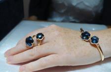 Bon Ton edizione limitata, bracciale flex e anello contrarié con topazi Blue London e riviera di diamanti in oro rosa