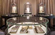 L'interno della boutique di Roma di Van Cleef & Arpels