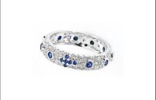 Rosari, anello in argento 925 con zirconi blu. Prezzo: 89 euro