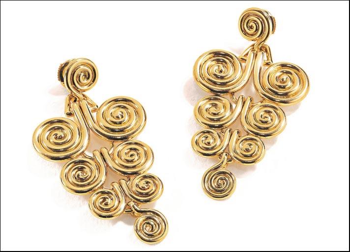 Suzanne Belperron, Spire, orecchini pendenti in oro 18 carati