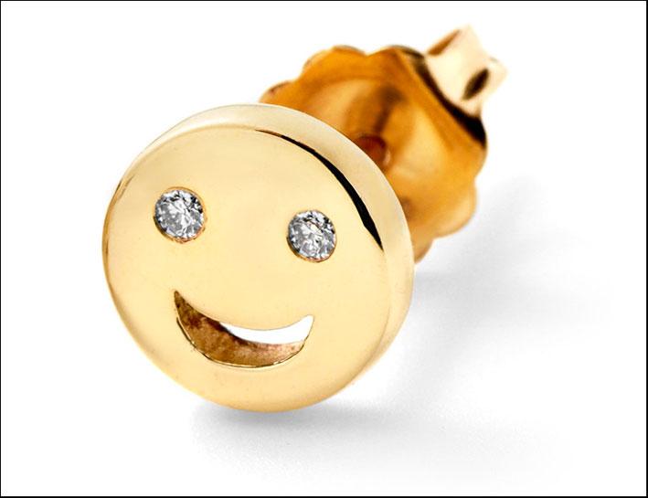 Orecchino in oro con diamanti. Prezzo: 330 dollari