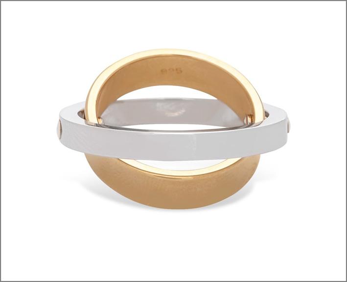Charlotte Chesnais, anello Eclipse, argento e vermeil. Prezzo: 565 euro