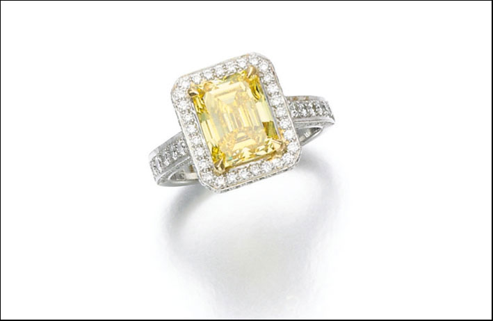 Anello con diamante fancy vivid yellow