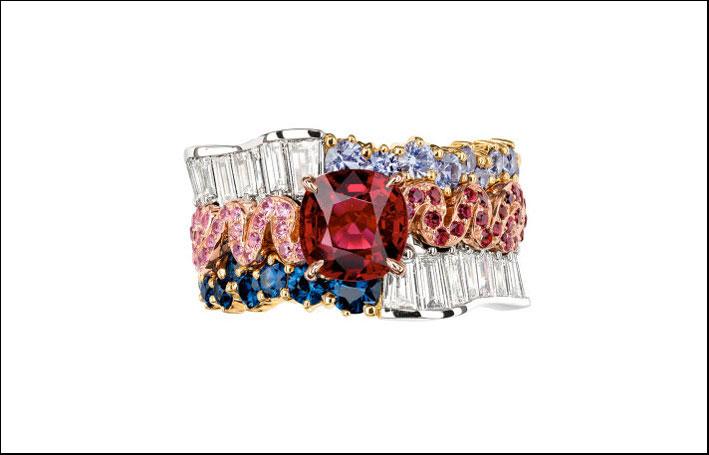 Anello della collezione Soie, con grosso rubino