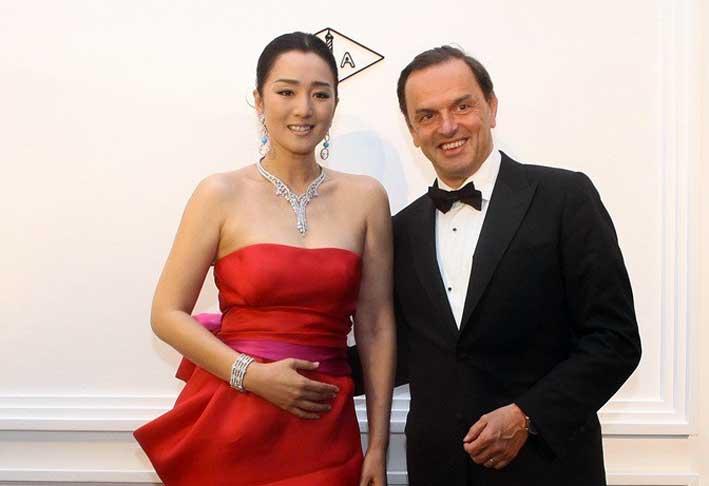 Stanislas de Quercize assieme all'attrice cinese Gong Li