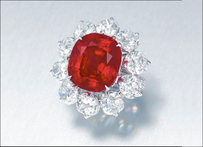 Anello con il rubino The Crimson Flame. Stima: 10-15 milioni di dollari