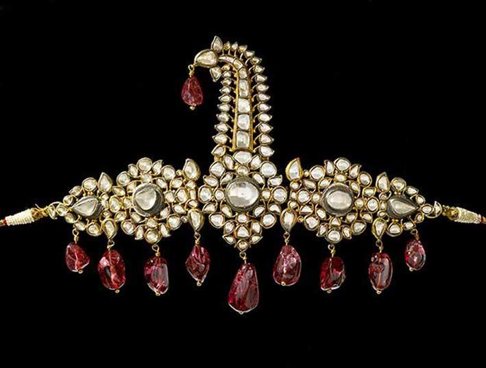 Ornamento per turbante, Hyderabad, 1800-1850. Set di diamanti, perle e spinello