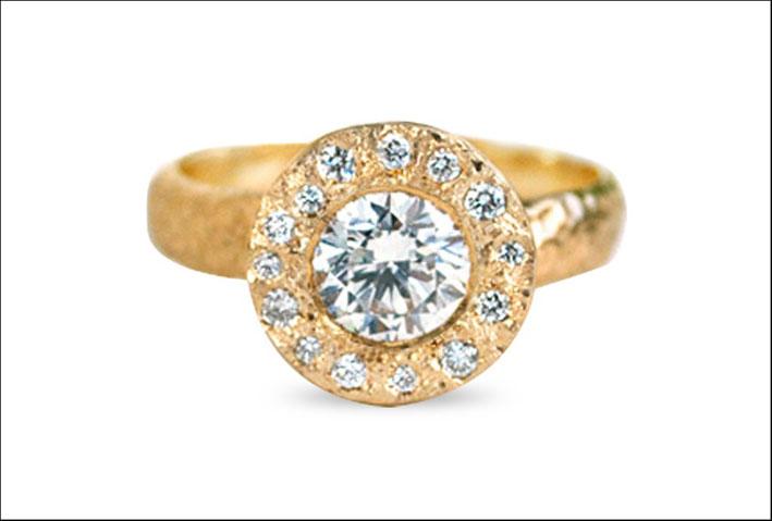 Anello Alone di stelle, con diamante sintetico e oro di Anouk. Prezzo: 2.200 dollari