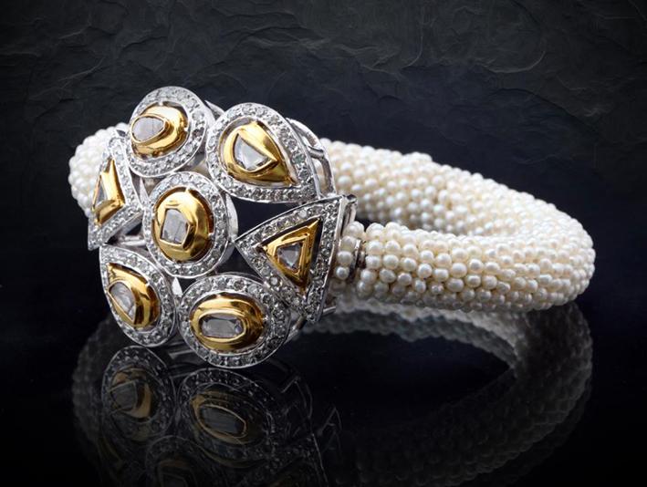 Tradizionale bracciale con perle e diamanti polki