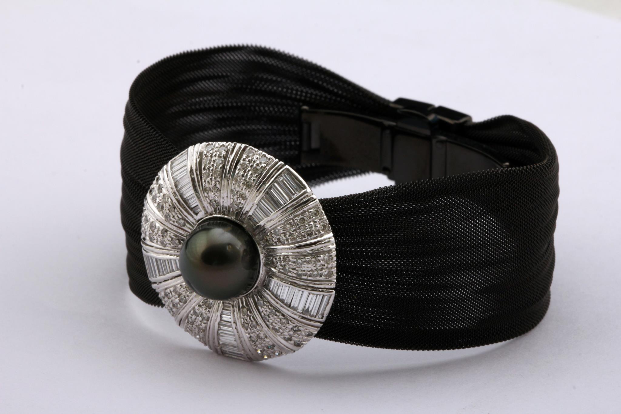 Bracciale con perla di Thaiti, e diamanti con taglio baguette e tondi