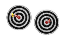 Suzanne Syz, orecchini Hit the bullseye. Smalto, oro bianco, argento rosa, 388 diamanti