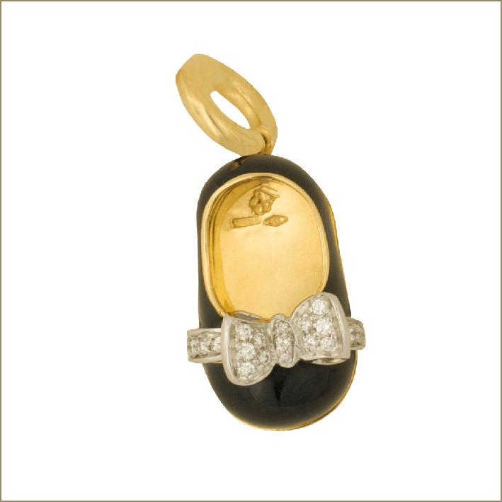 Ciondolo in oro, diamanti, smalto a forma di scarpa per bambina