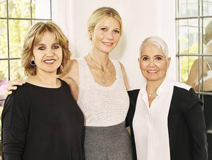 Da sinistra, Rosa Tous, vice presidente, Gwyneth Paltrow,  e Rosa Oriol, fondatrice del brand spagnolo