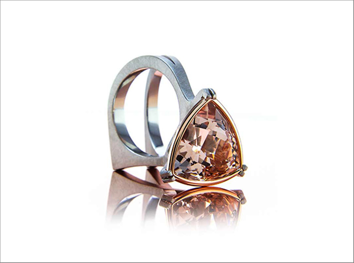 Anello con morganite Super Trillion d iJohn Dyer & Co