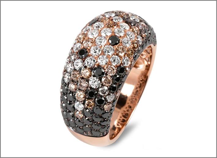 Anello in oro rosa con diamanti bianchi e neri