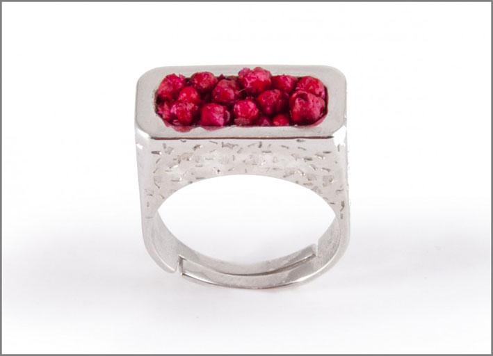 Anello in argento Prestige con fiori di pruno. Prezzo: 79 euro