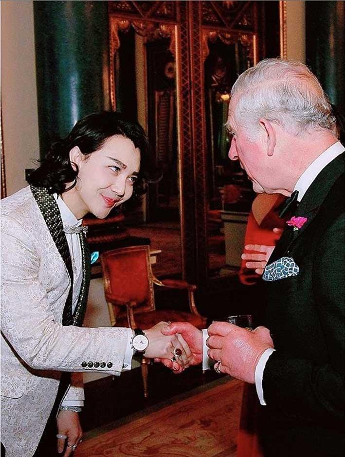 Beau Han Xu con Carlo d'Inghilterra