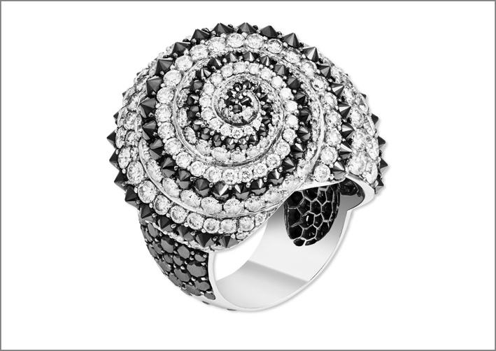 Anello Coquillage, con diamanti bianchi e neri