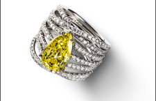 Alizé. Ring in white gold set with brilliants and a pear shaped diamond of 2.21 ct FIY