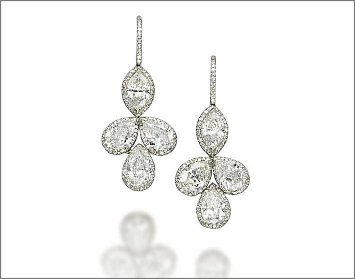 Orecchini con diamanti a forma di foglia