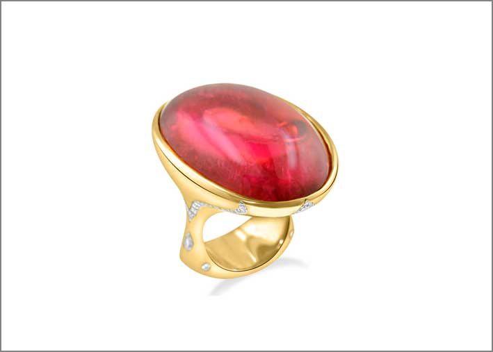 Anello con tormalina rosa di 58,18 carati