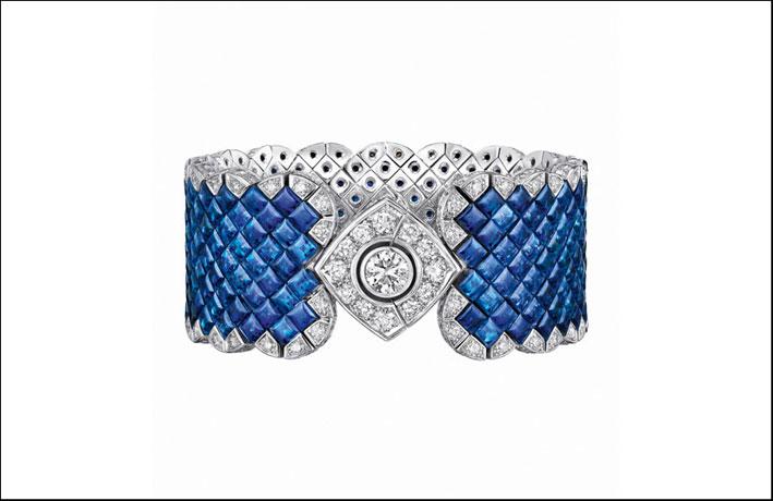 Bracciale della linea Signature: oro bianco, 221 diamanti taglio brillante e 265 zaffiri (66 carati)