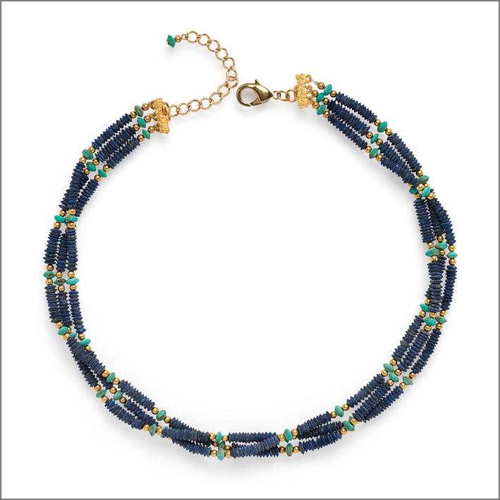 Collana a tre fili in stile egizio con perle di ceramica. Prezzo: 150 dollari
