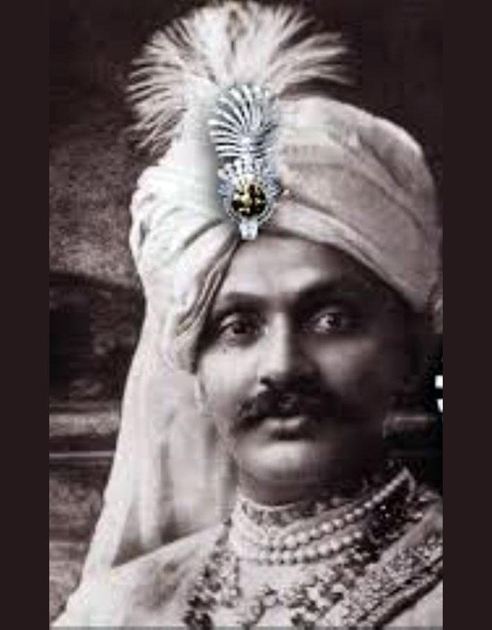 Jam Sahib, Maharajah di Nawanagar, con la spilla per turbante di Cartier