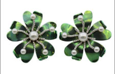 Margerita Burgener, orecchini in titanio, oro, perle