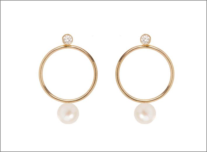 Orecchini a cerchio in oro, perle e diamanti