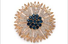 Spilla Starbust ispirata ai bijoux di Trifari. Prezzo: 150 dollari