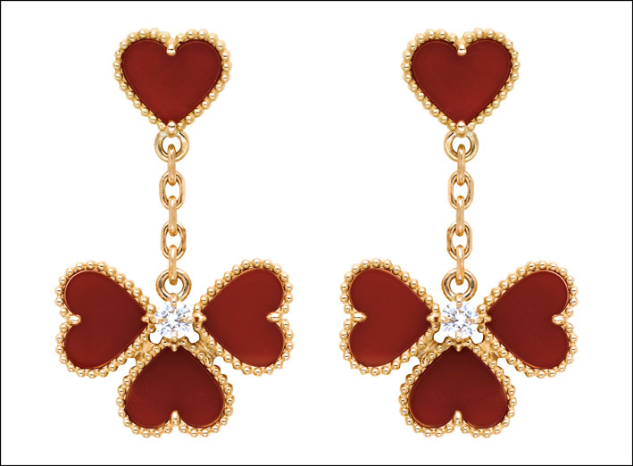 Sweet Alhambra, orecchini effeuillage. Oro rosa, corniola, 2 diamanti taglio tondo. Prezzo: 6.600 euro