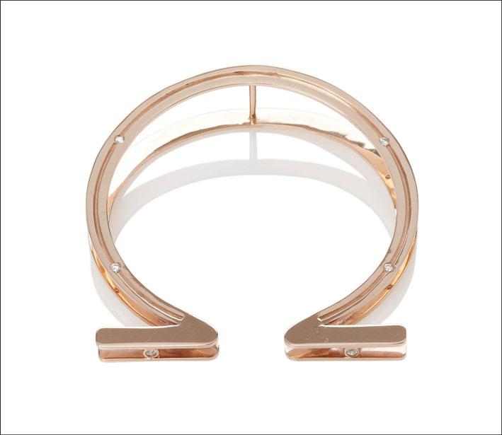 Bracciale a ferro di cavallo doppio. Prezzo: 2955 euro