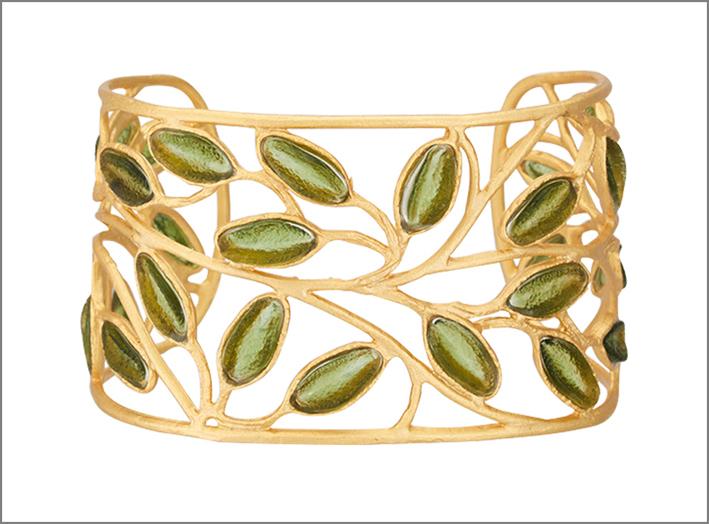 Bracciale dorato con foglie di cristallo. Prezzo: 198 dollari