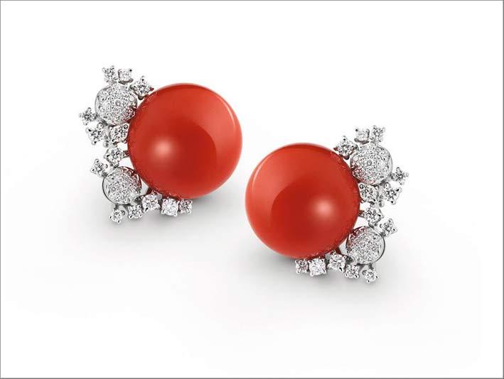 Orecchini con perle di corallo