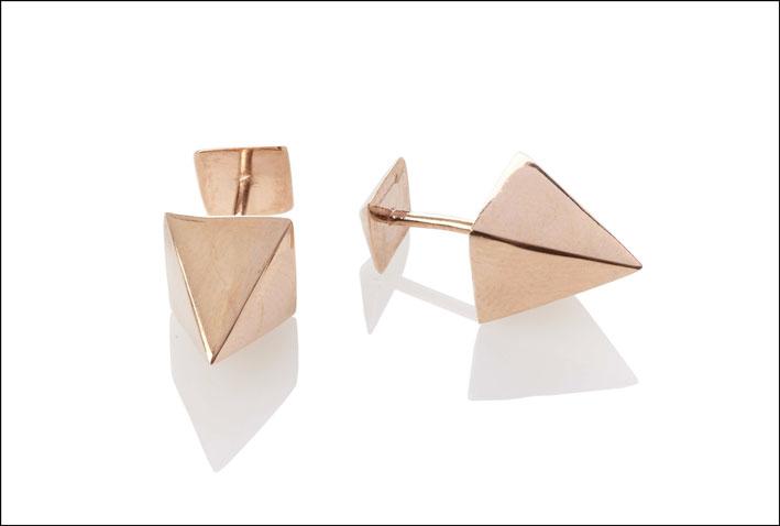 Orecchini piramide in oro rosa. Prezzo: 160 euro