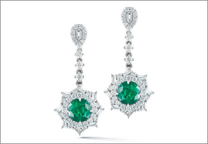 Orecchini pendenti con smeraldi e diamanti