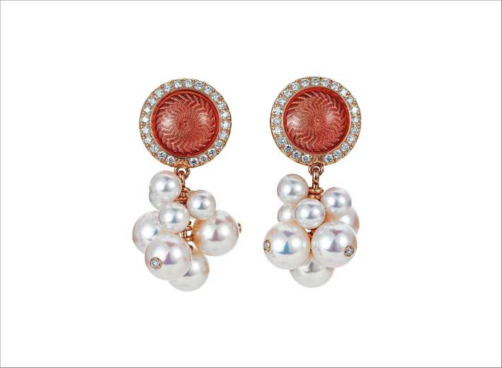Orecchini in oro rosa 18 carati, smalto guilloche, perle