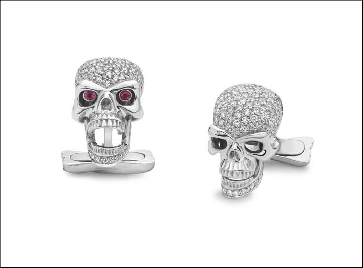 Gemelli in oro bianco, diamanti e rubini a forma di teschi. Prezzo: 9180 sterline