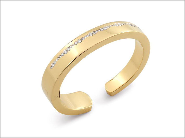 Anello aperto in oro giallo con diamanti