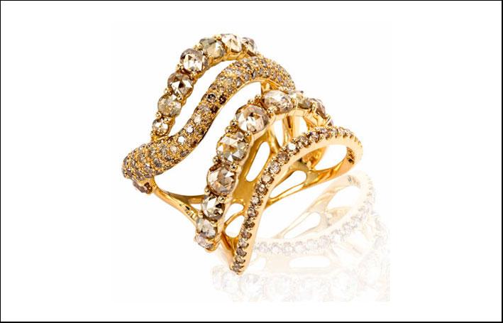 Anello con diamanti champagne