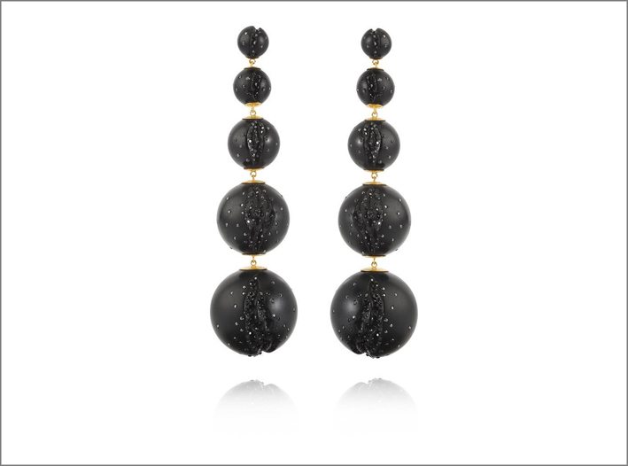 Collezione Atomic, orecchini cascade con diamanti neri