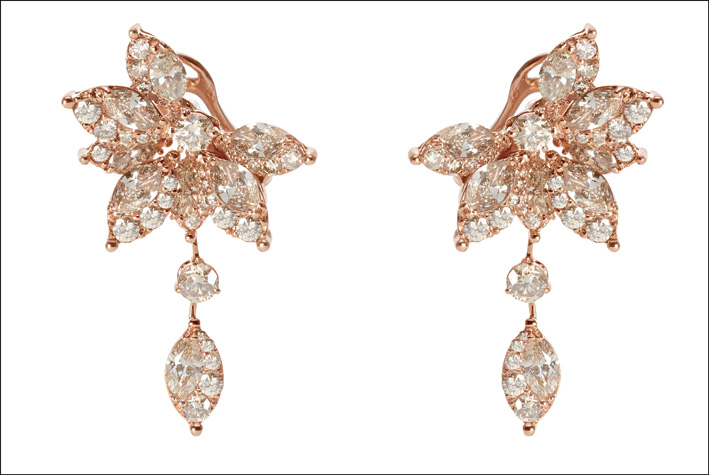 Orecchini con pendente in oro rosa della collezione Emozioni