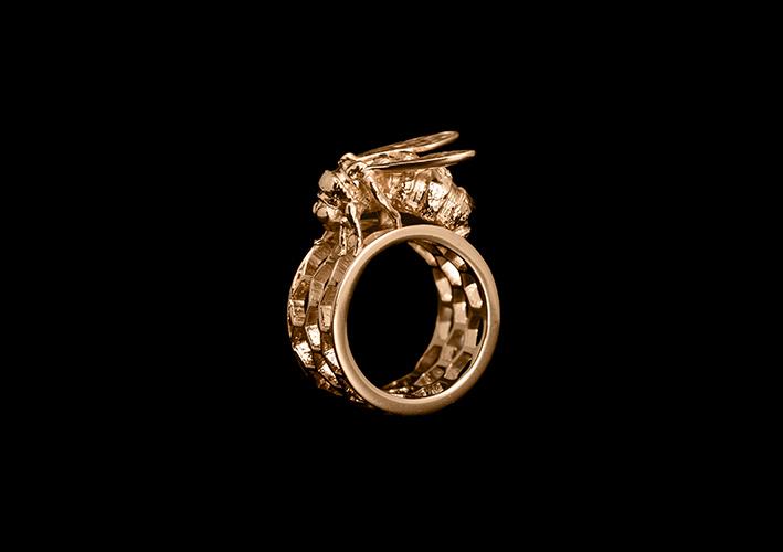 Anello placcato oro con figura di ape