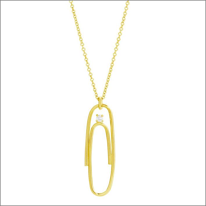 Pendente a forma di graffetta in oro giallo 14 carati e diamante