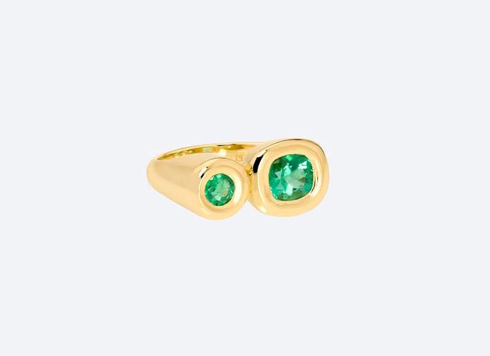 Anello doppio in oro giallo con smeraldi