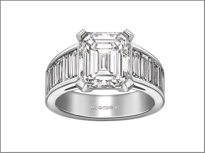 Anello con diamante taglio smeraldo e diamanti baguette